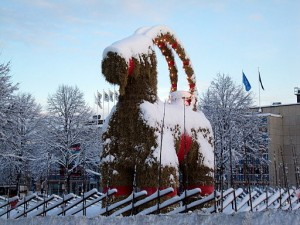 512px-Yule_goat_Gefle_Sweden_2009
