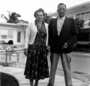 1954_Man_and_Woman_Pose_by_the_Pool