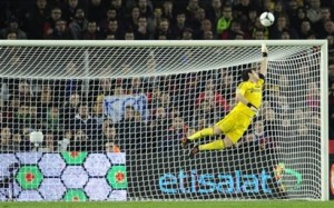 cristiano-ronaldo-464-iker-casillas-flying-in-a-save-for-real-madrid-2012