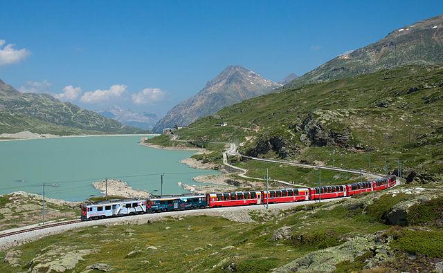 640px-RhB_ABe_4-4_III_mit_Bernina-Express_am_Lago_Bianco