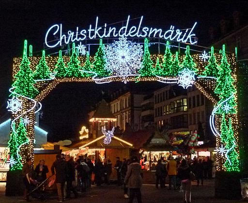 Strasbourg,_Christkindelsmärik_(11201408973)