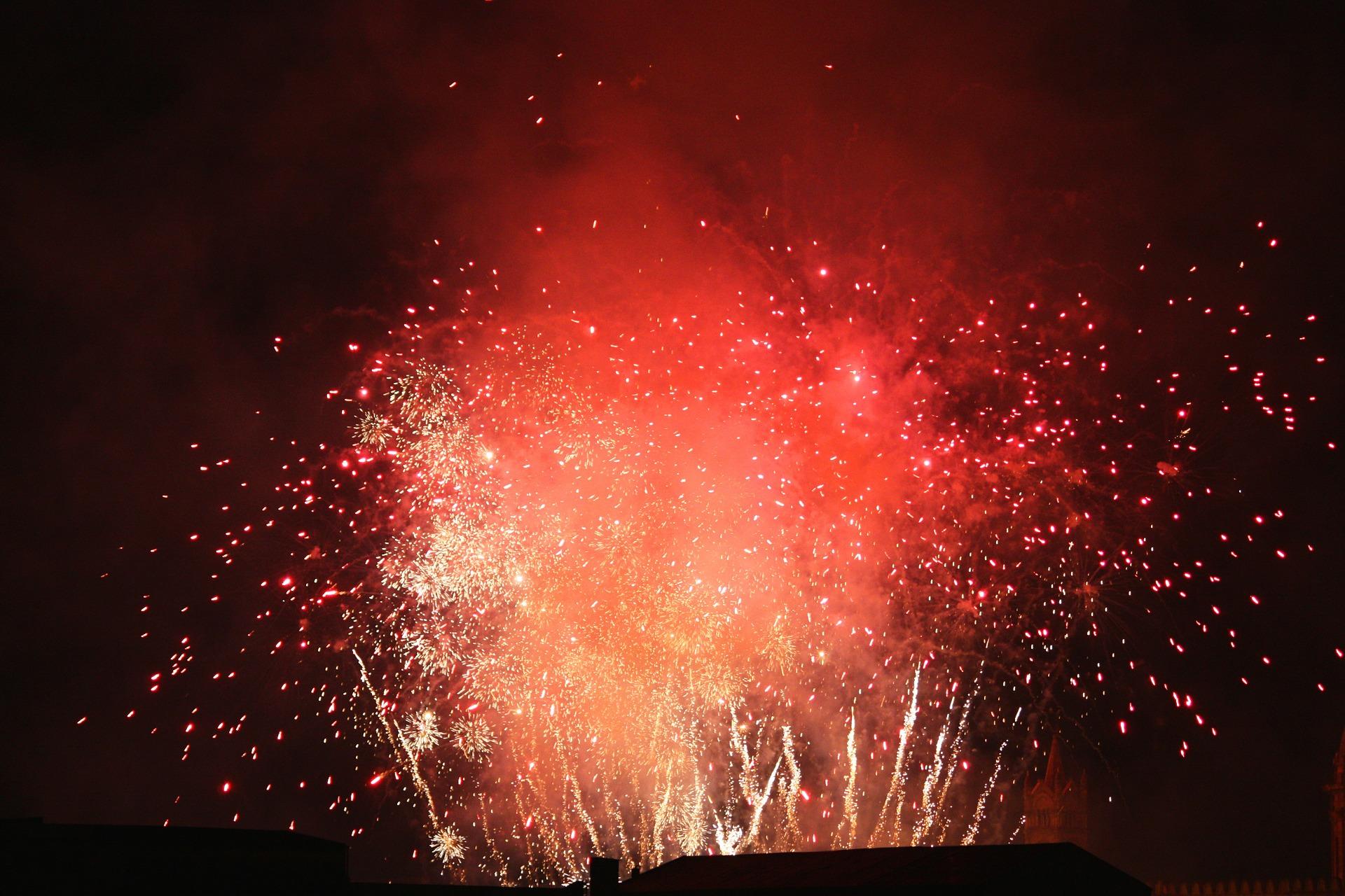 fireworks-532745_1920